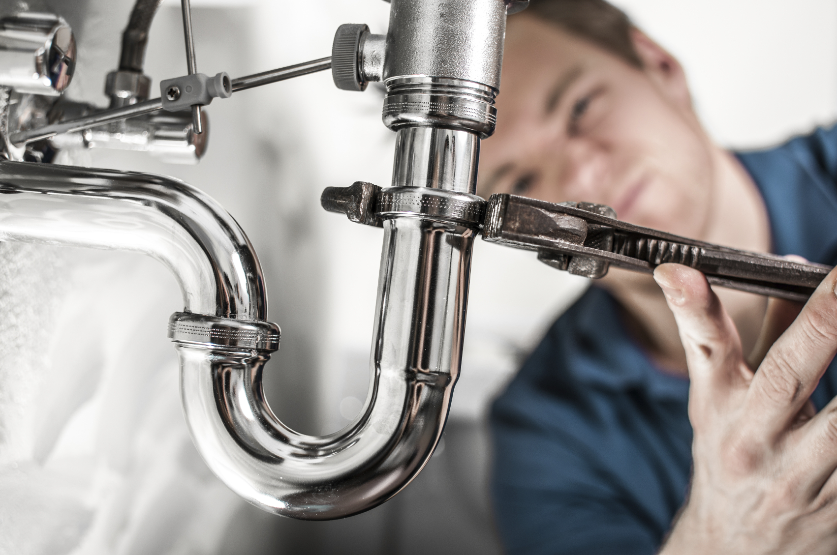 Before Calling for Emergency Plumbing on Your Flooded Toilet