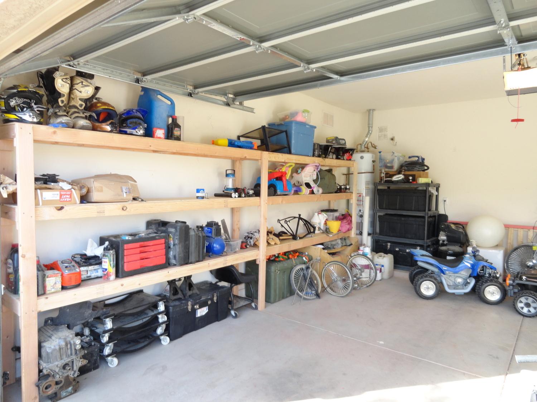 Benefits of Hiring Professionals For Garage Door Maintenance And Repair